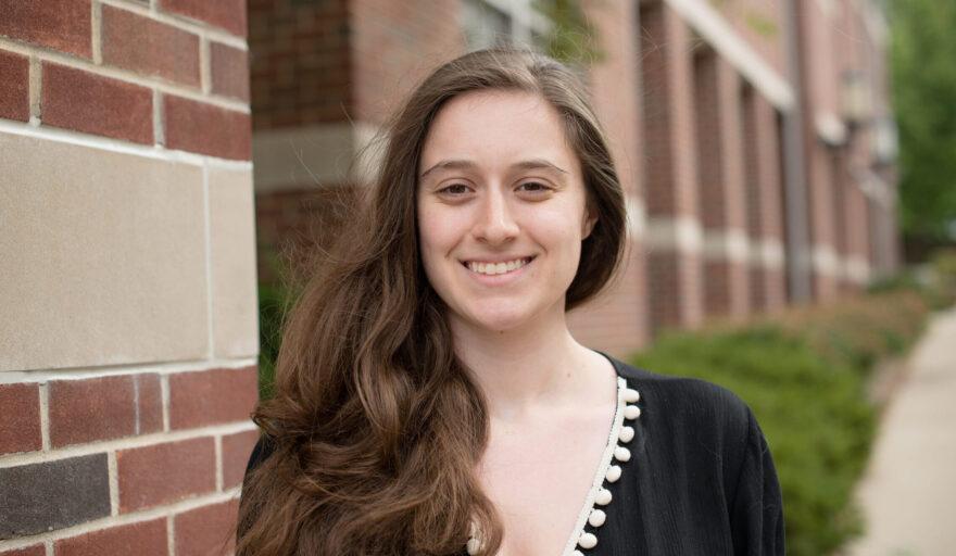 headshot of Nicole Cantoni